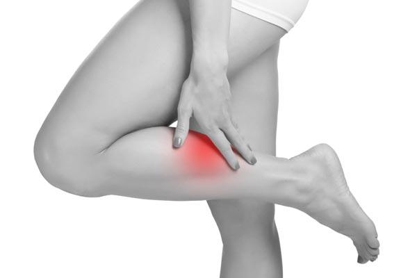 """4 Consejos para evitar los """"calambres"""" de las piernas"""